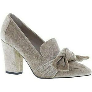 Classic shoes with bow